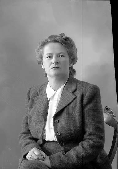 "Enligt fotografens journal nr 7 1944-1950: ""Friedrich, Fru Solåker, Stenungsund""."