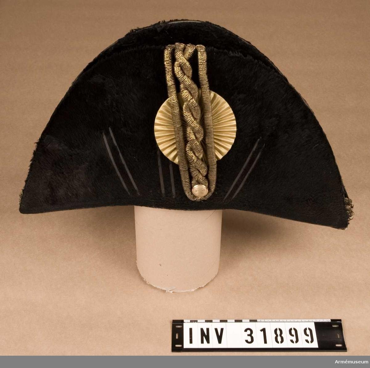 Grupp C. Trekantig hatt för officer vid Livregementets dragoner.