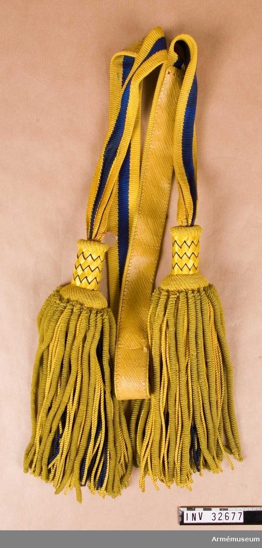 Grupp C I. Uniform för regementsintendent vid Livgardet t häst.  Buren av major L.H.E. Nordberg, f.1859, d.1914 (eller 1935), reg.int. 1902-1914: avsked som major i Intendenturkårens reserv  1914.