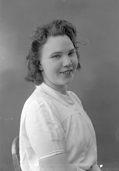 """Enligt fotografens journal nr 6 1930-1943: """"Andersson, Fr. Asta, adr. Thoréns Här""""."""