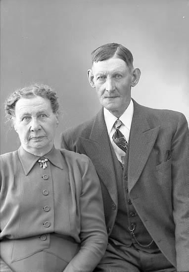 "Enligt fotografens journal nr 8 1951-1957: ""Emanuelsson, Herr Anders Stenungsund""."