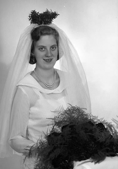 "Enligt fotografens journal nr 9 1958-: ""Grolander, Komperöd, Ucklum""."
