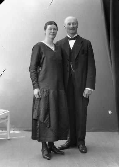"""Enligt fotografens journal nr 5 1923-1929: """"Enander, Ernst Gottskär Onsala""""."""