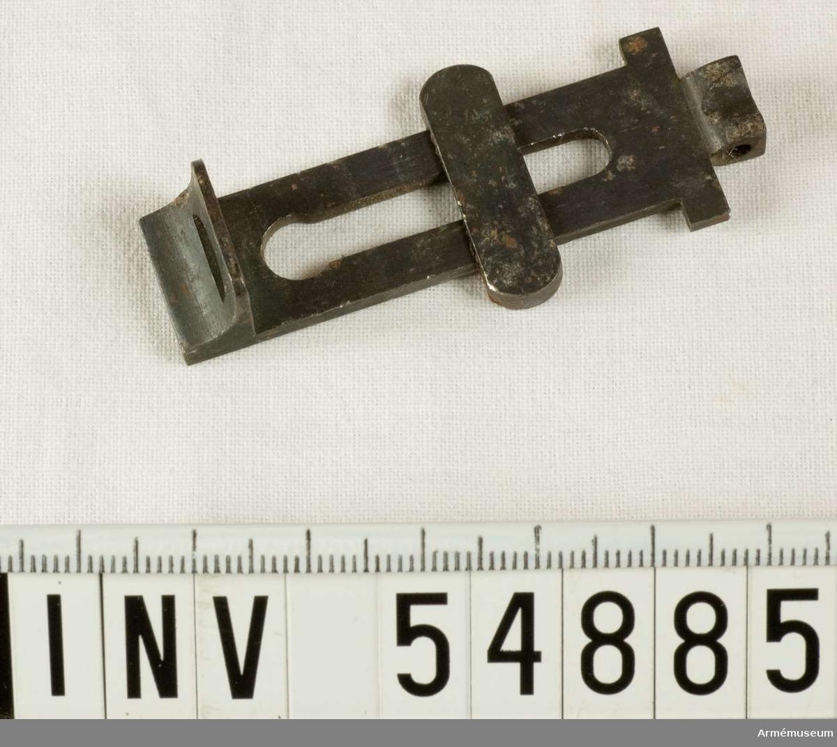 Grupp E VIII.  Del till pipa. Nr 11 (av 11) i tillverkningsordningen.  Gevärsdel t 1867 års gevär m/1867; en av c:a 400 delar.