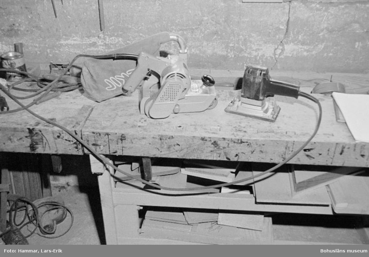 """Motivbeskrivning: """"Widholms industri AB, på bilden syns elektriska handhyvlar."""" Datum: 19800911"""