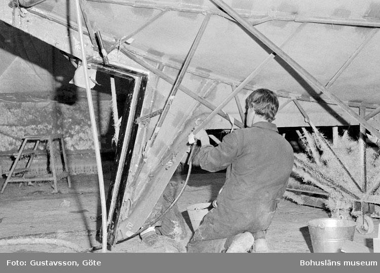 """Motivbeskrivning: """"Gullmarsvarvet AB, på bilden syns Magnus Sundström."""" Datum: 19801031"""