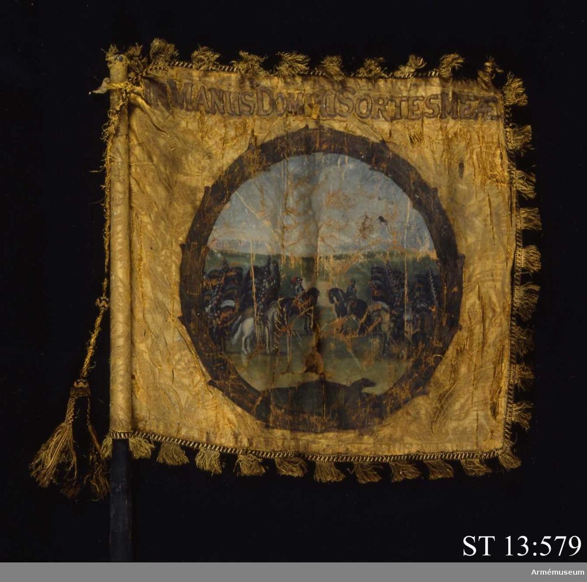 Inre sidan: En med palmkrans innesluten scen föreställande två mot varandra uppställda ryttarstyrkor. Yttre sidan: En med kejsarkrona krönt dubbelörn hållande svärd och spira.