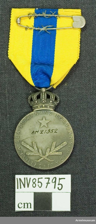 Grupp M. Lika med nr 21353 med den skillnad att medaljen är framställd i matt, mörkt vit metall. I randen ingraverat: BRONS 1942.