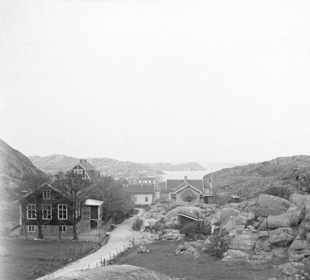 (Stereo karta XX) Utsikt från Rönnängs kapell mot Rönnängs samhälle. 18 Maj 1930.