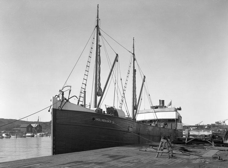 """Uppgift enligt fotografen: """"Uddevalla. S/S Mölnbacka. U-a hamn."""""""