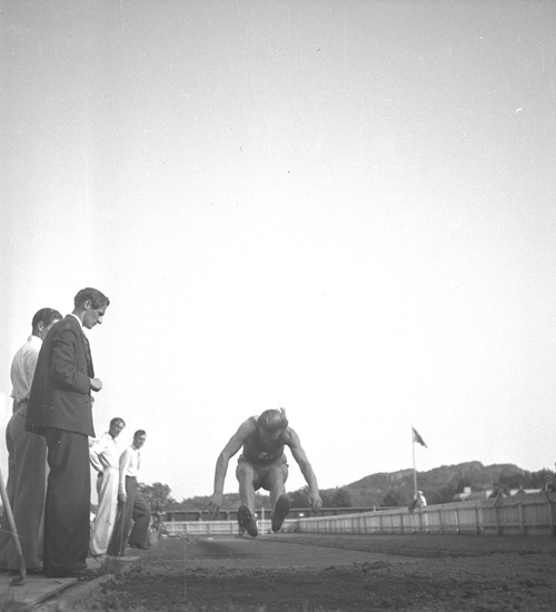 """Text till bilden: """"Lysekil? Idrott. 1939""""."""