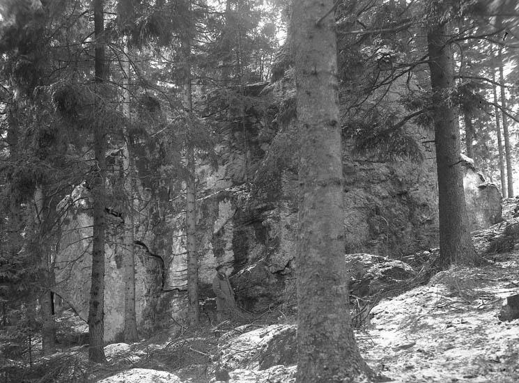 """Text till bilden:""""Rullsten. (Mannheimers ägor) 9/1 1941. Mannen intill heter Lund"""