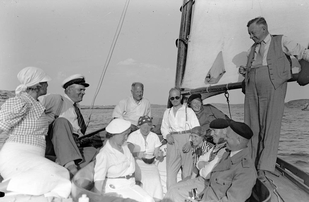 """Text till bilden: """"Hällekind 1938 """"."""