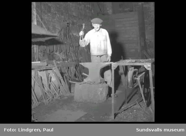 Galtströms bruk, Medelpads sista järnbruk. Masugnen samt man som visar smedjan.