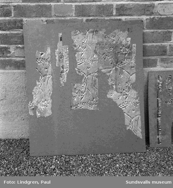 Fragment av handmålade tapeter i Medelpads Fornminnesförenings samlingar. Norra berget.