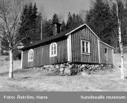 Svartviks äldsta arbetarbostad, Gillska stugan. Vykort utgivet av Föreningen Svartviksdagarna