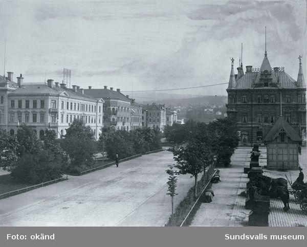 Västra Esplandgatan, droskstationen på Stora torget samt Centralhotellet i kv Rätten i bakgrunden
