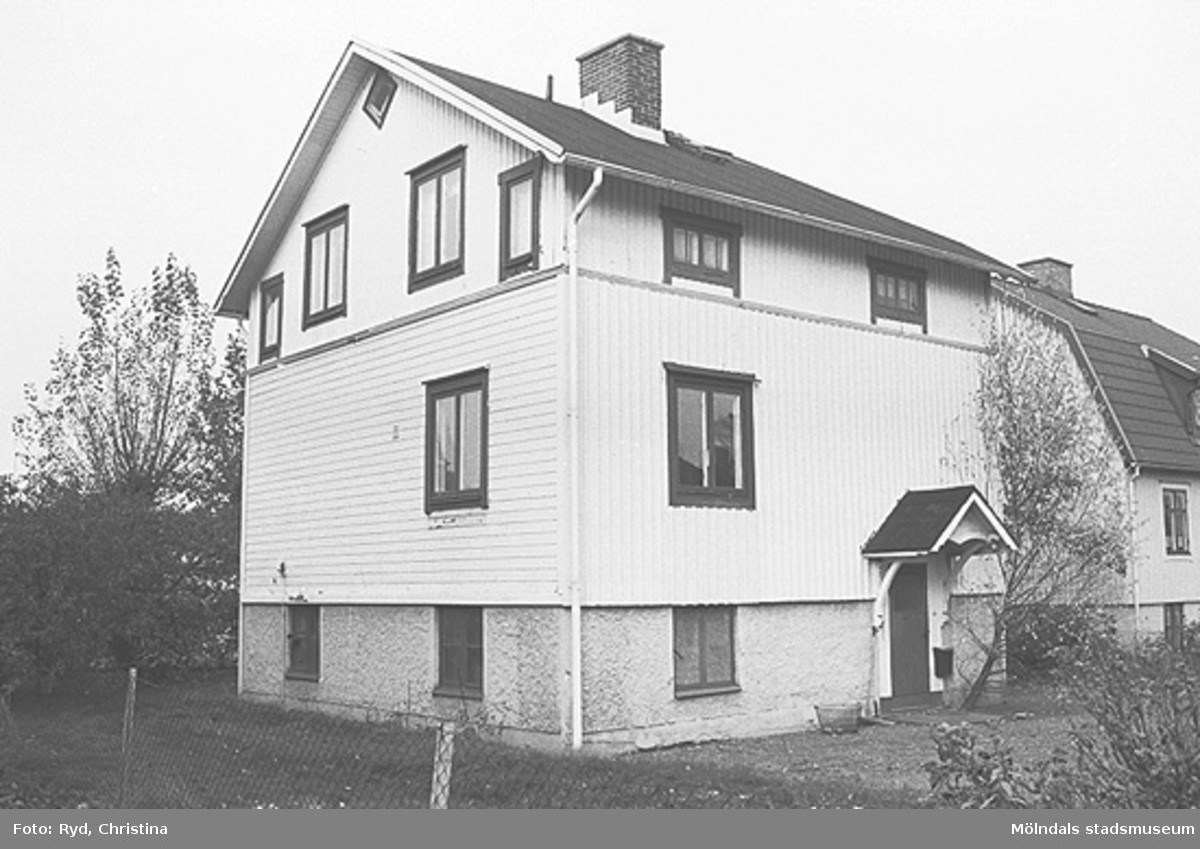 En villa på Barnhemsgatan 17 i Broslätt. Bilden är tagen under 1990-talet.