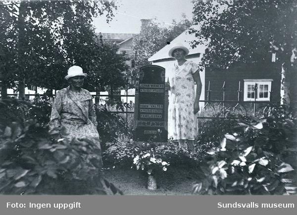 Familjen Wikners familjegrav på Skönsmons kyrkogård. Änkan Mina och dottern Juno.