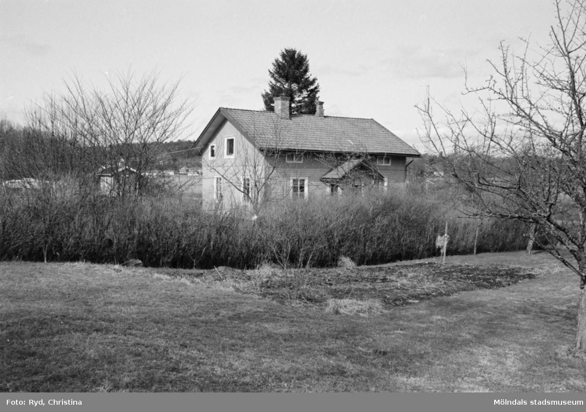 Byggnadsdokumentation av bostadshus med tomt vid Heljered 3:26 (3:5) i Kållered, 1992.