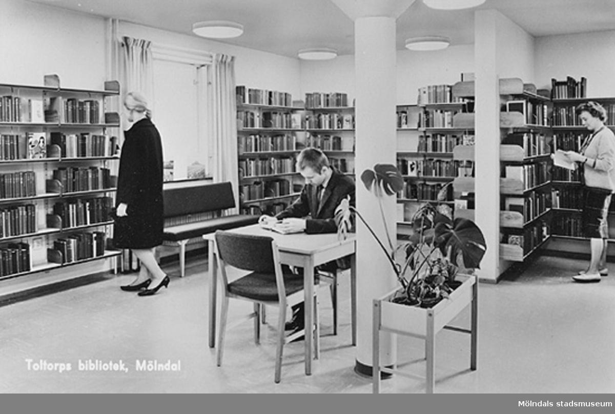 Vykort med interiör från Toltorps bibliotek, 1960-tal.