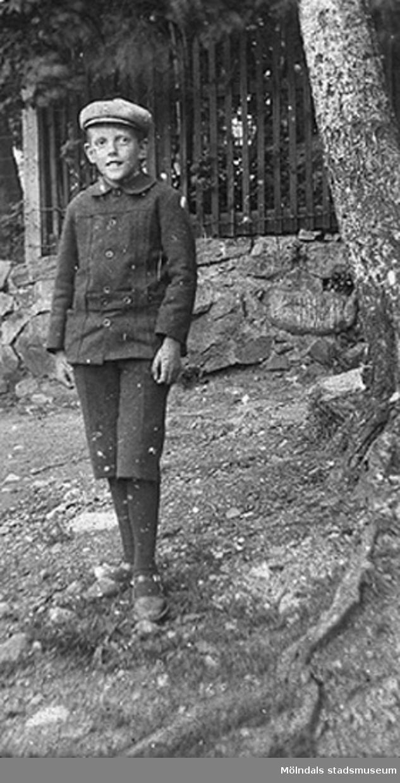Vidar Karlsson i unga år vid Roten F25. Cirka 1920-tal.