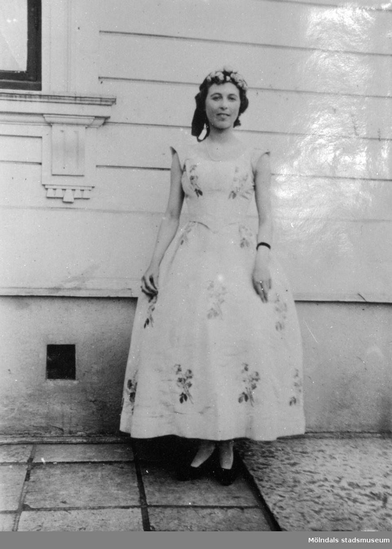 Fröken Mary Nyström i en dräkt från 1850. Gunnebo slott 15 september 1923.