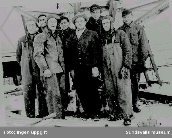 Ett tyskt arbetslag från den düsseldorfbaserade firman J. Gollnow u. Sohn,  monterade de två rörmasterna vid rundradiostationen i Ljustadalen, 1952. I mitten arbetsledaren ingenjör Schöffel.
