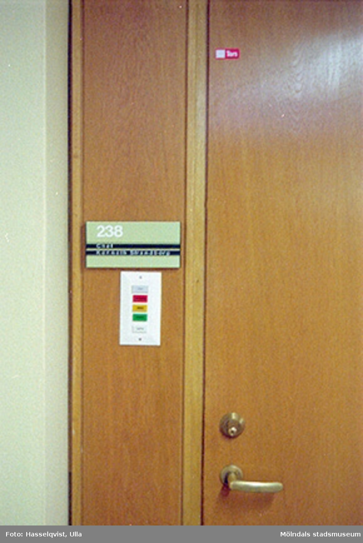 Dörr till rum 238, förvaltningschef Kenneth Strandbergs rum.