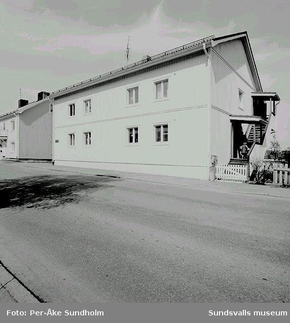 Flerbostadshus och uthus, kv. Apeln 11, Gränsgatan 11:02 Flerbostadshus04 Uthus