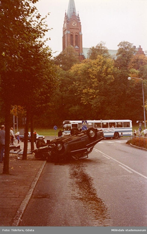 Korsningen Häradsgatan och Tempelgatan mot Fässbergs kyrka, 1970-tal.