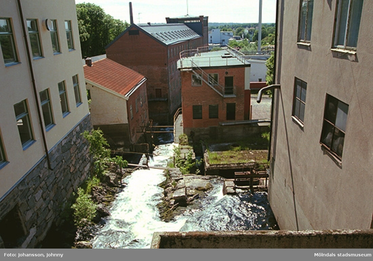 Överst till vänster: Kvarnfallet 18 (Tvätten).Nedre hus till vänster: Kvarnfallet 19 (Lilla Götafors) samt Kvarnfallet 22, 23 (Stora Götafors). Till höger: Kvarnfallet 13.