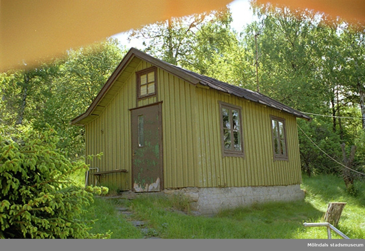 Uthus, Tjädern 2, inför rivning. Vy från norr, 1998-05-29.