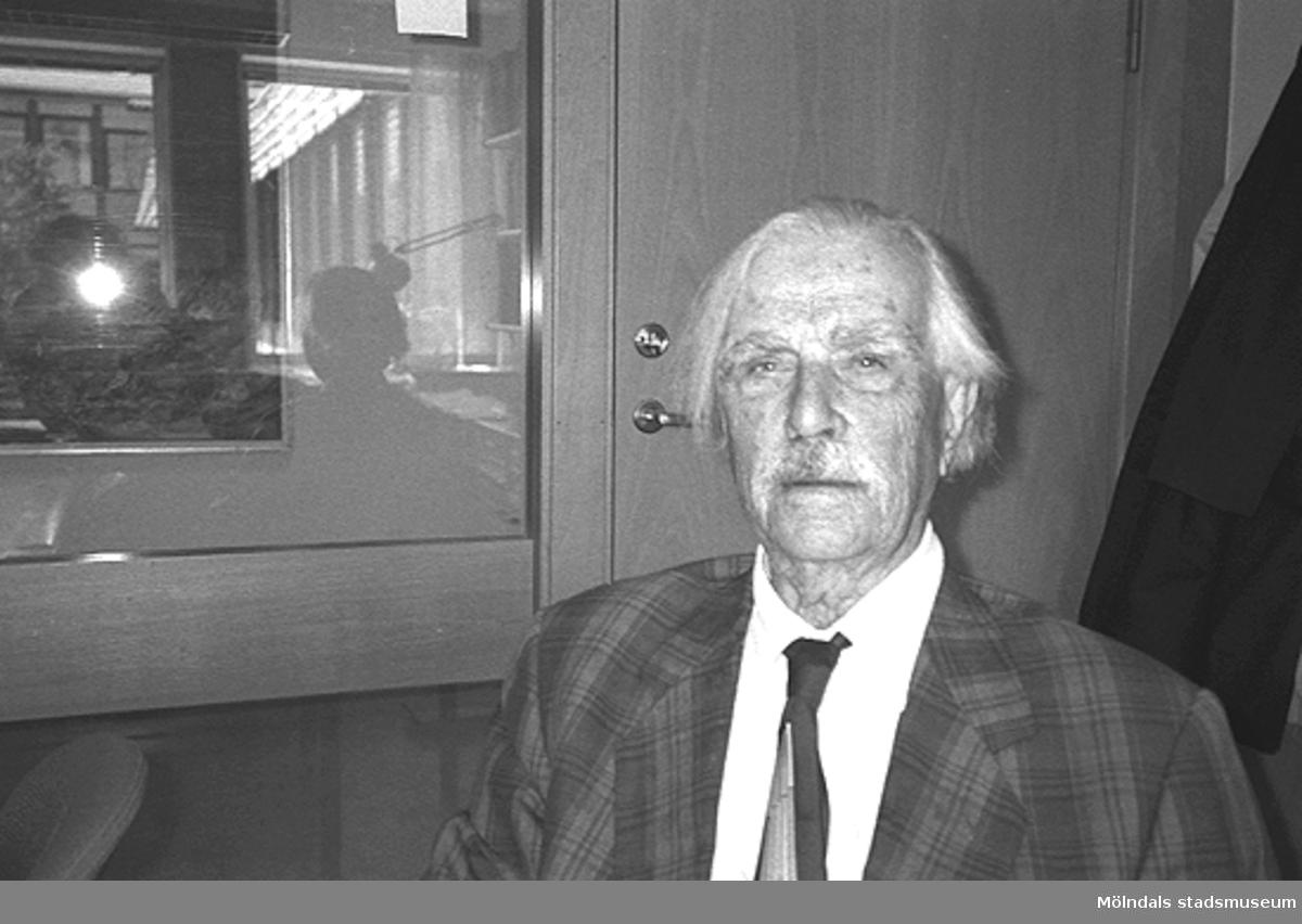 Bild på en äldre man.