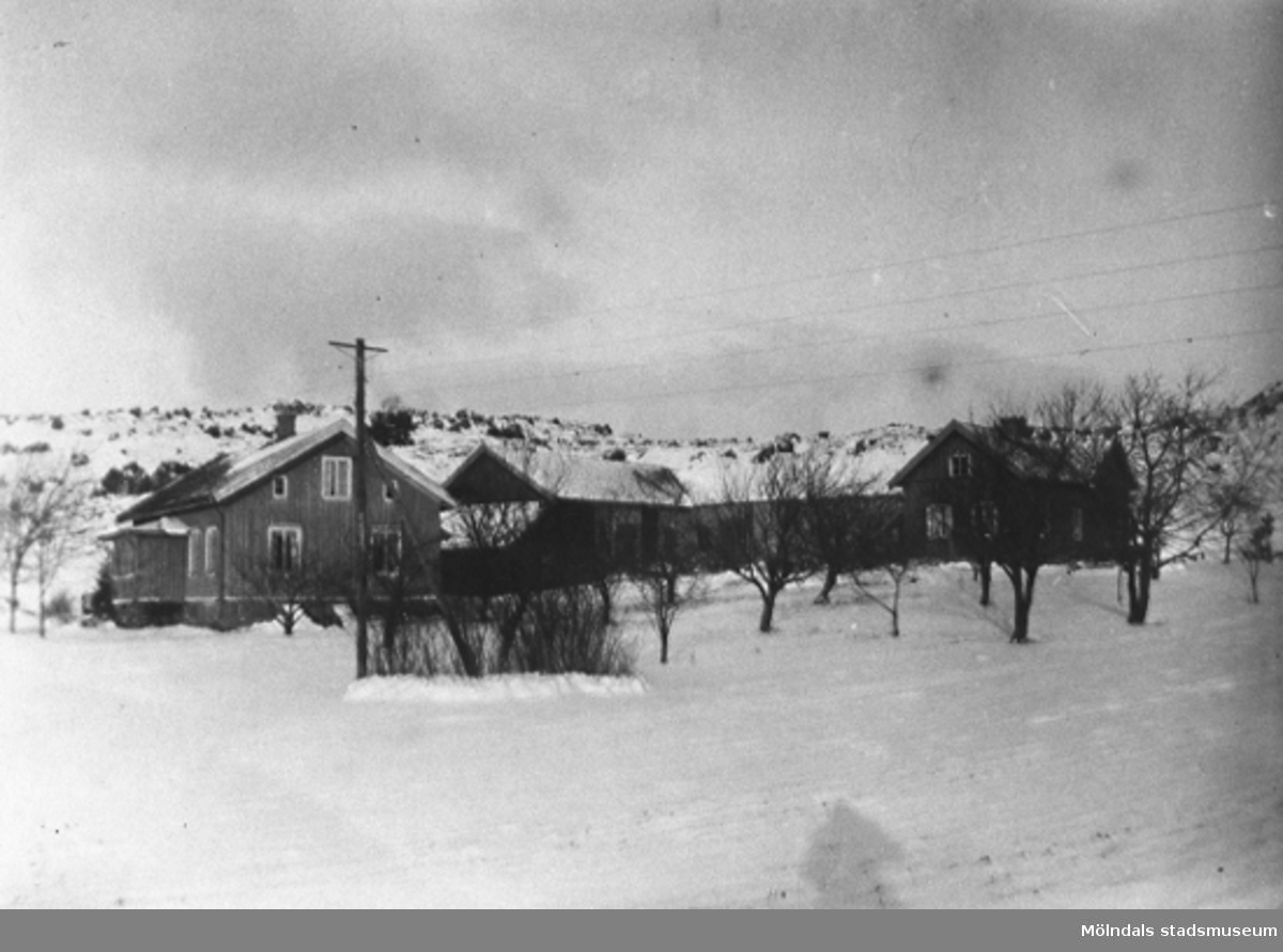 1930-40 talet. Nilssons gård i Alafors, AnnebergGivare är Karin Hansson f Pettersson.