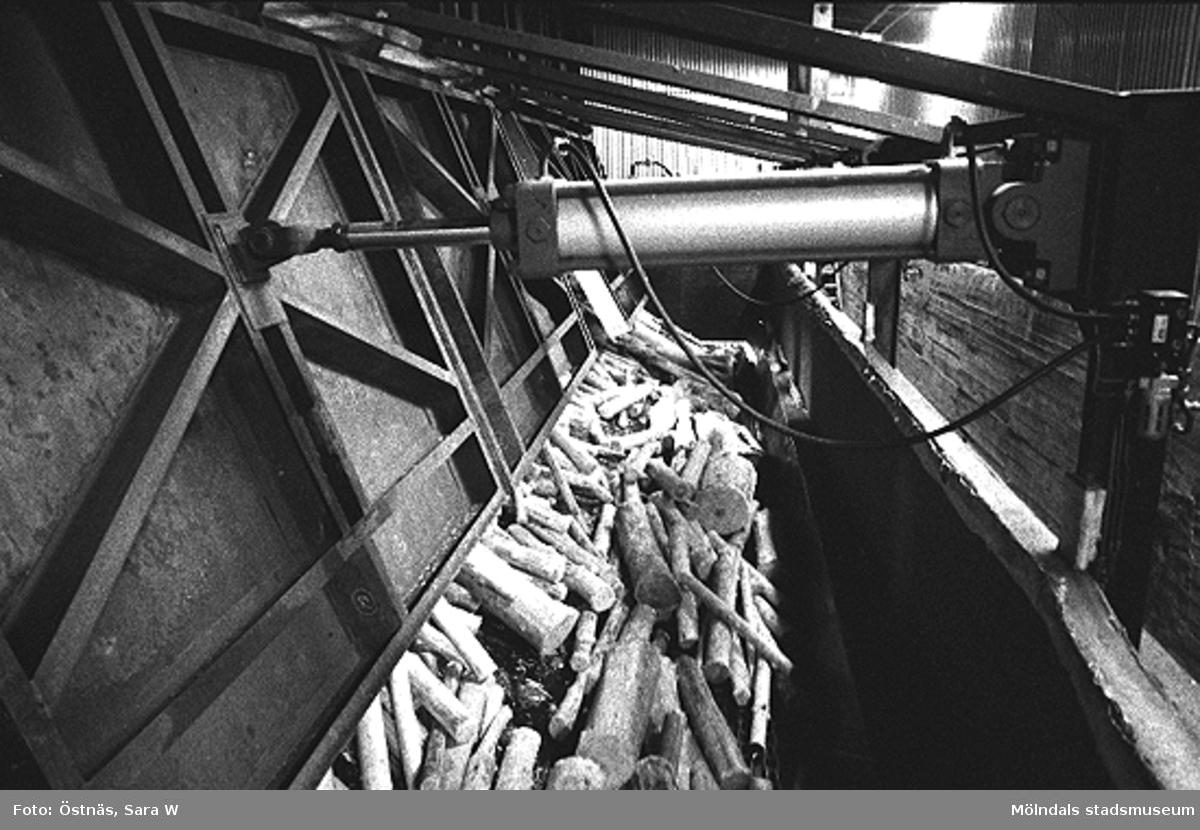 Bilden ingår i serie från produktion och interiör på pappersindustrin Papyrus.