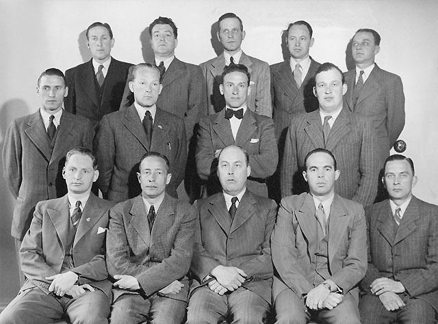 Sittande fr v: Silfverstrand, Borg, fbs Dahlström, Blomdin, Lindström. Stående rad 1 fr v: Olsson, Ståhl, Packendorff, Jäderholm. Stående rad 2 fr v: Pettersson, Reimers, Söderberg, Carlsson, Öhrner.