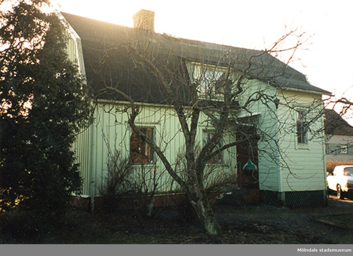 Ett bostadshus.Idunagatan 13, Borret 14, Solängen 1998-02-25.