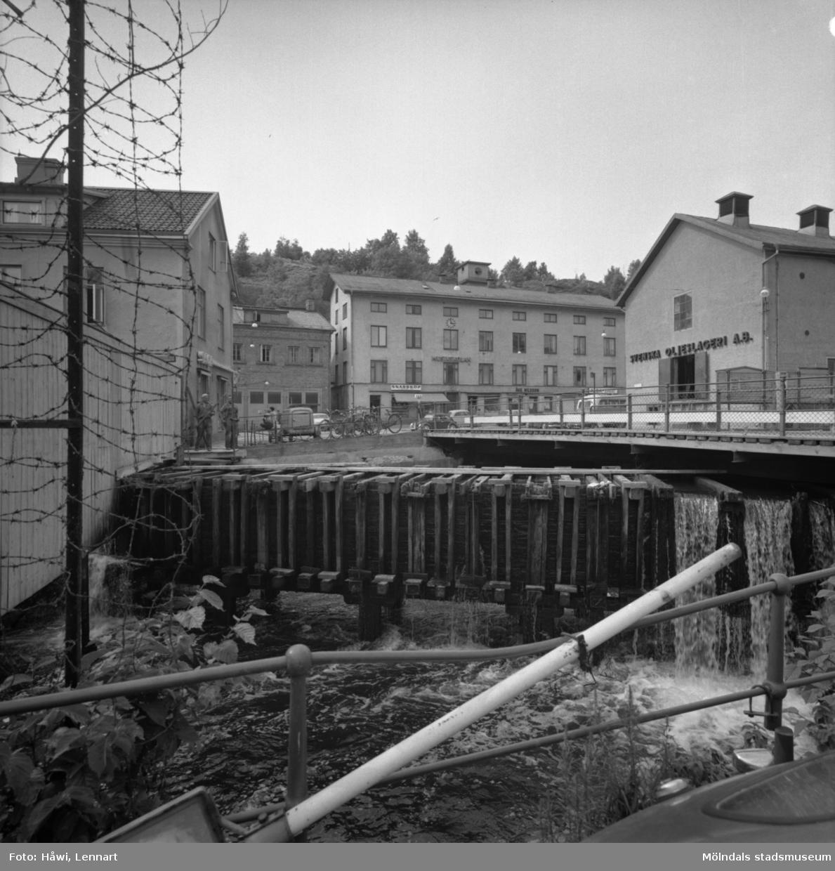 Mölndalsån nedströms Forsebron. Mölndal, 28/6 1963.