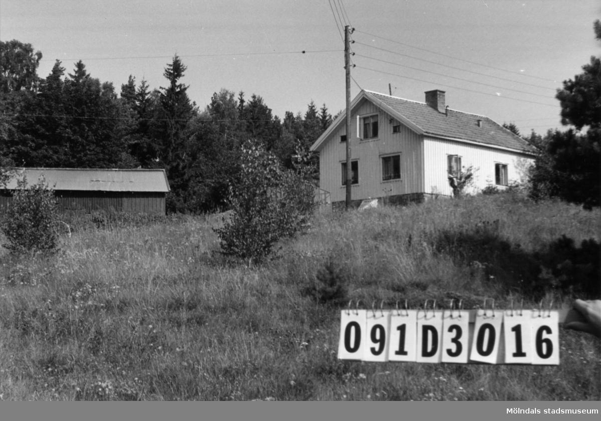 Byggnadsinventering i Lindome 1968. Ranered 1:11. Hus nr: 091D3016. Benämning: permanent bostad, ladugård och redskapsbod. Kvalitet, bostadshus och ladugård: god. Kvalitet, redskapsbod: mindre god. Material: trä. Tillfartsväg: framkomlig.