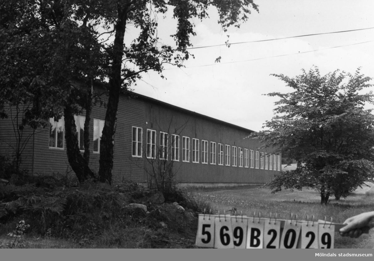 Byggnadsinventering i Lindome 1968. Fagered (3:1). Hus nr: 569B2029. Benämning: yrkesskola. Kvalitet: mycket god. Material: trä. Tillfartsväg: framkomlig.