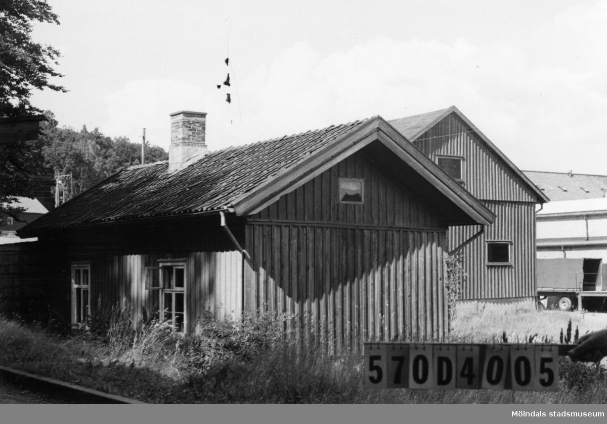Byggnadsinventering i Lindome 1968. Annestorp 3:4. Hus nr: 570D4005. Benämning: permanent bostad. Kvalitet: mindre god. Material: trä. Tillfartsväg: framkomlig. Renhållning: soptömning.