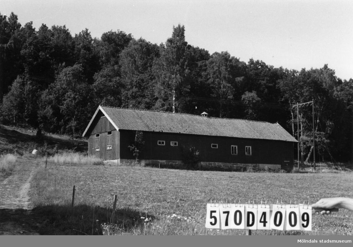 Byggnadsinventering i Lindome 1968. Annestorp 3:6. Hus nr: 570D4009. Benämning: ladugård. Kvalitet: god. Material: trä. Tillfartsväg: framkomlig.