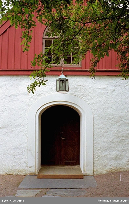 Kållereds kyrka - entré, vapenhus.
