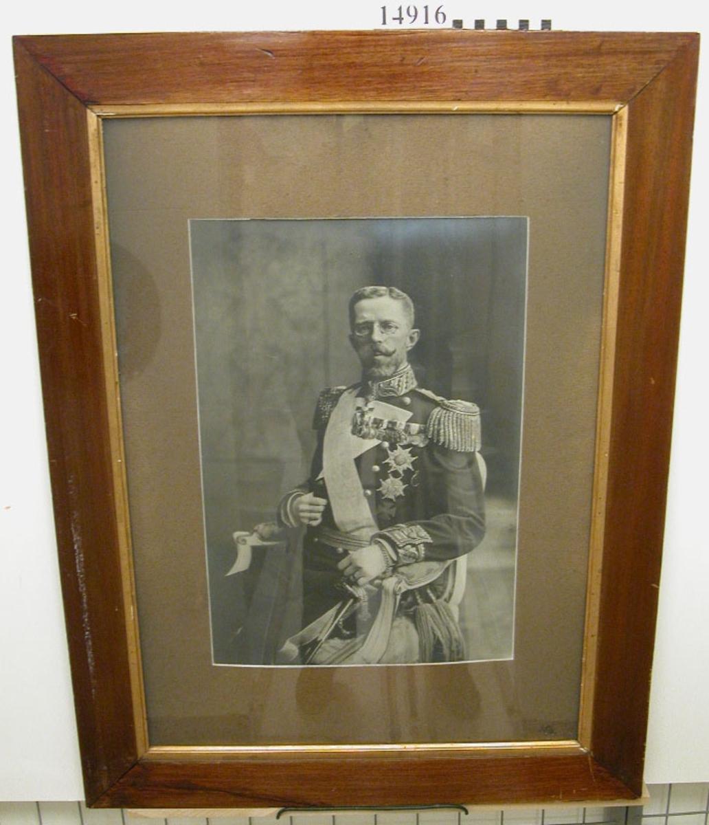Fotografi inom glas och ram av HM Gustaf V. Neg.nr A 774 1:6