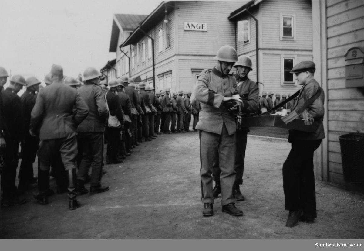 Militär vid Ånge station under beredskapstiden.