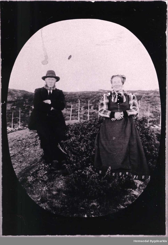 Kyrkjesongar A.S.Grøthe og kona Kari. Biletet er truleg teke på Valdresstølen (Valdresstølo, dialekt)
