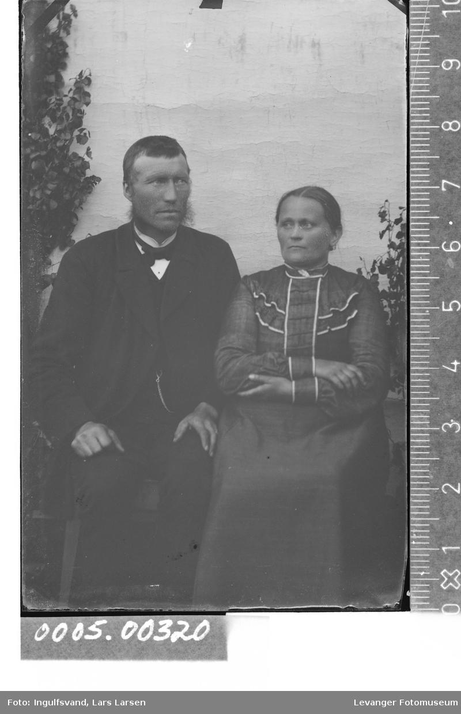 Portrett av mann og en kvinne.