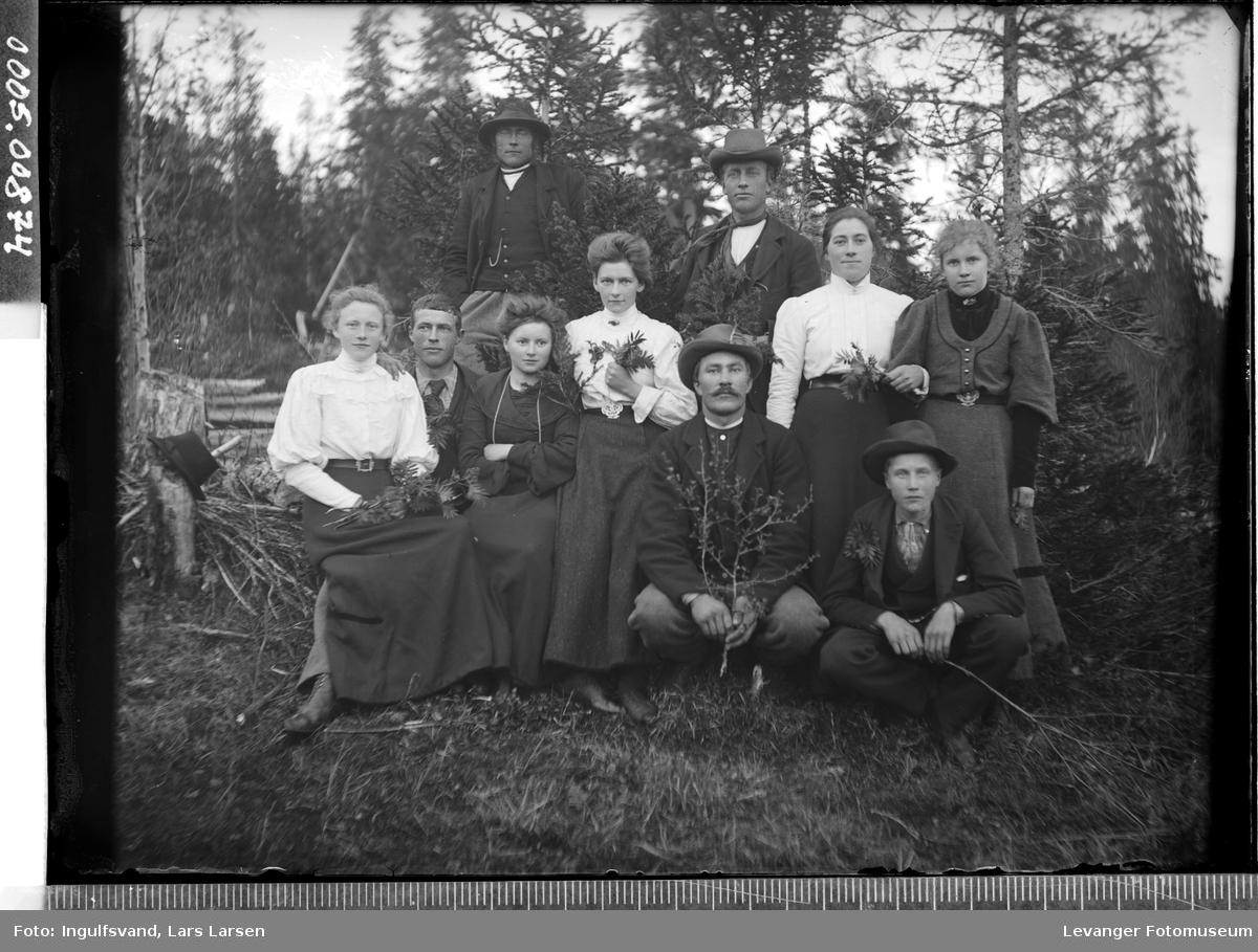 Gruppebilde av fem kvinner og fem menn.