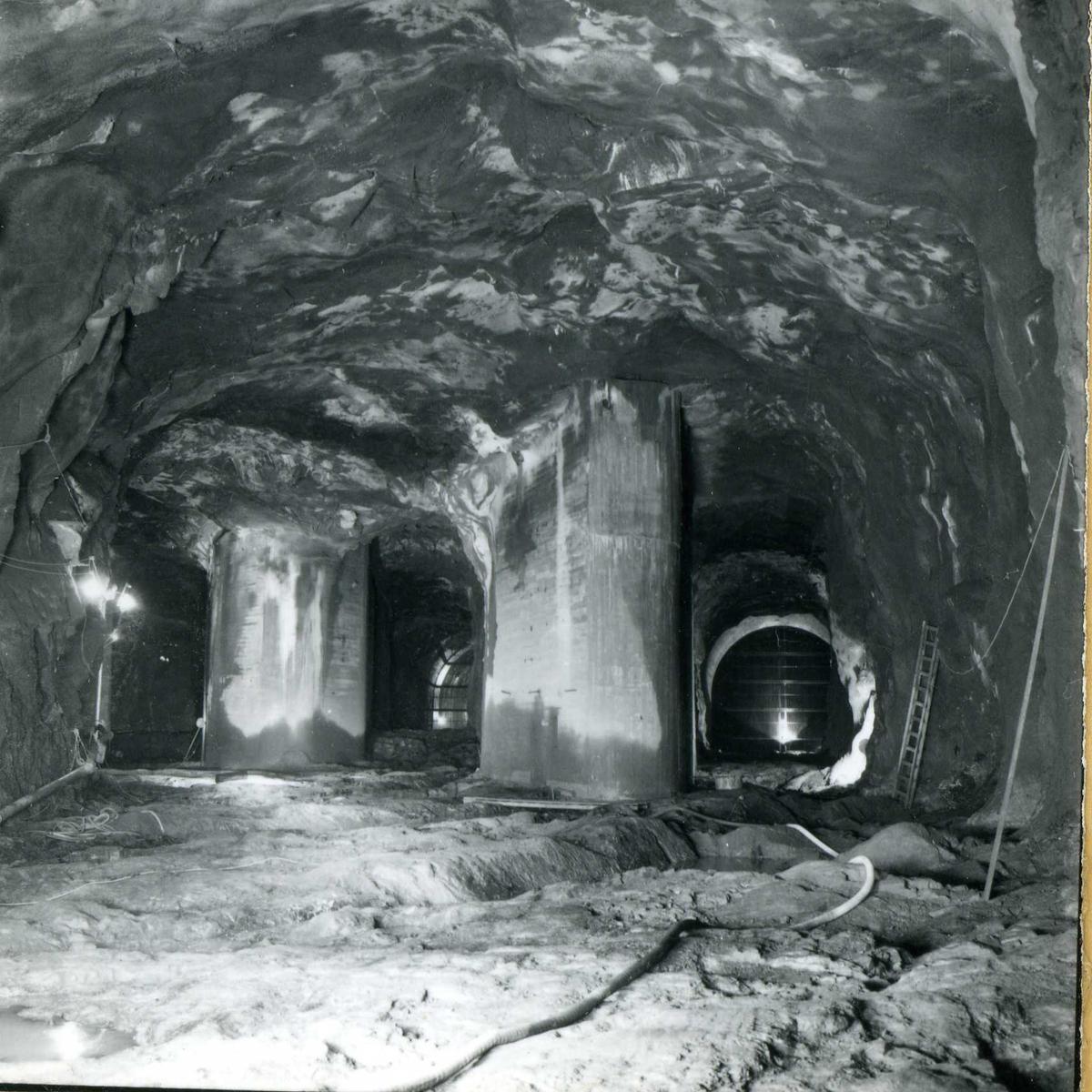 Tilløpstunnel frå Vesås, tunnel innvendig, tre utlaup